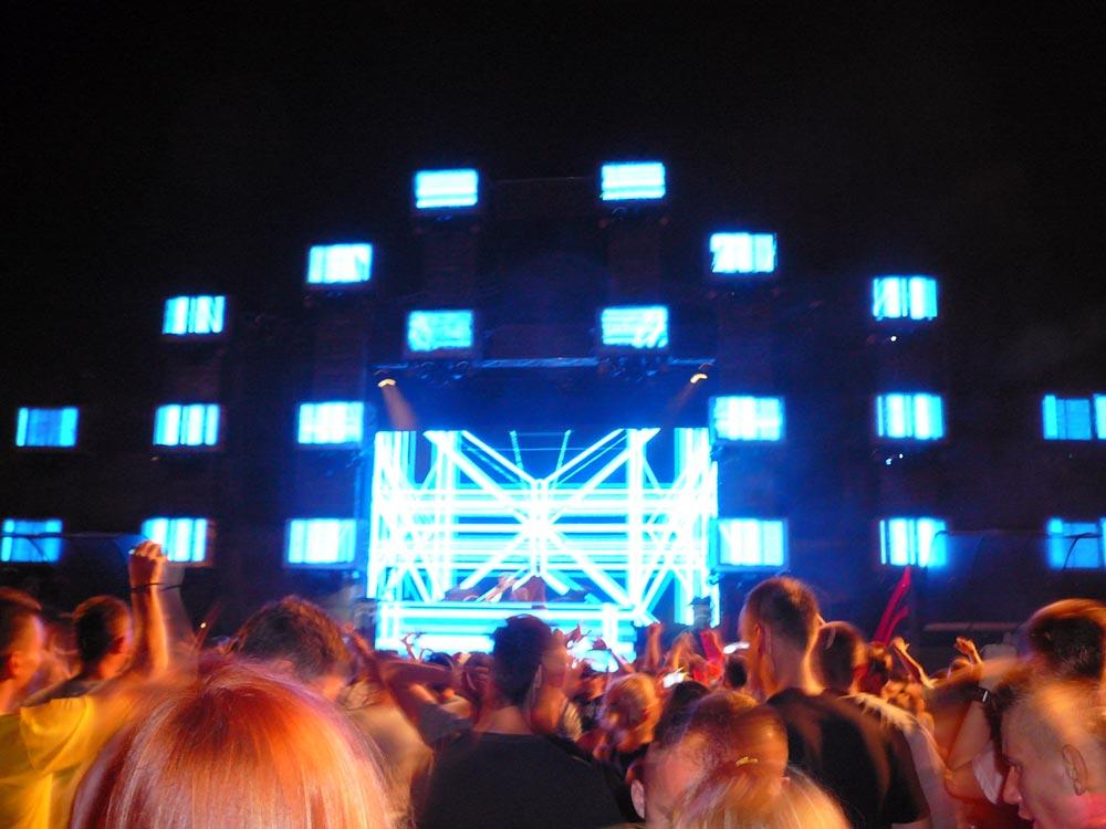Sunrise-Bühne beim Festival. Foto: Kolberg-Café